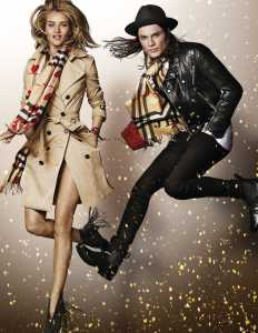 gallery-1446560121-rosie-huntington-whiteley-and-james-bay-in-the-burberry-festive-campaign-shot-by-mario-testino